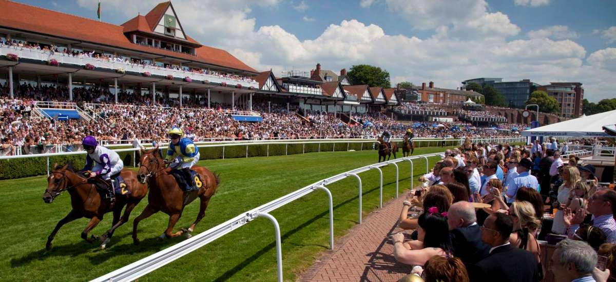 Races Limo Hire  Limousine Hire Chester Race Course  Chester Races