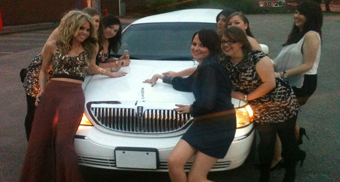 lincoln-limo-party-girls
