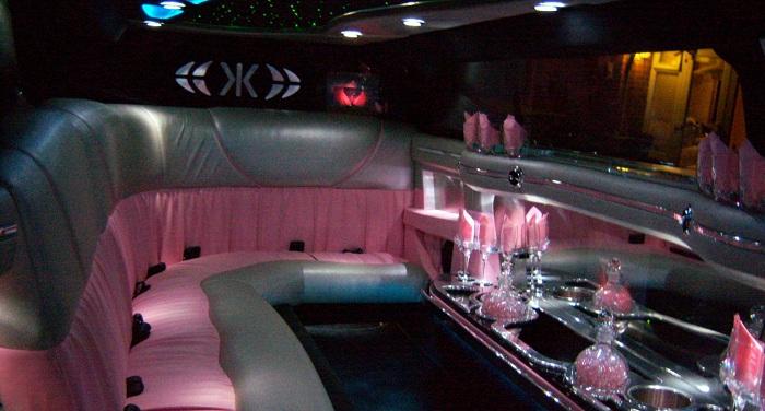 pink_chrysler_limo_hire
